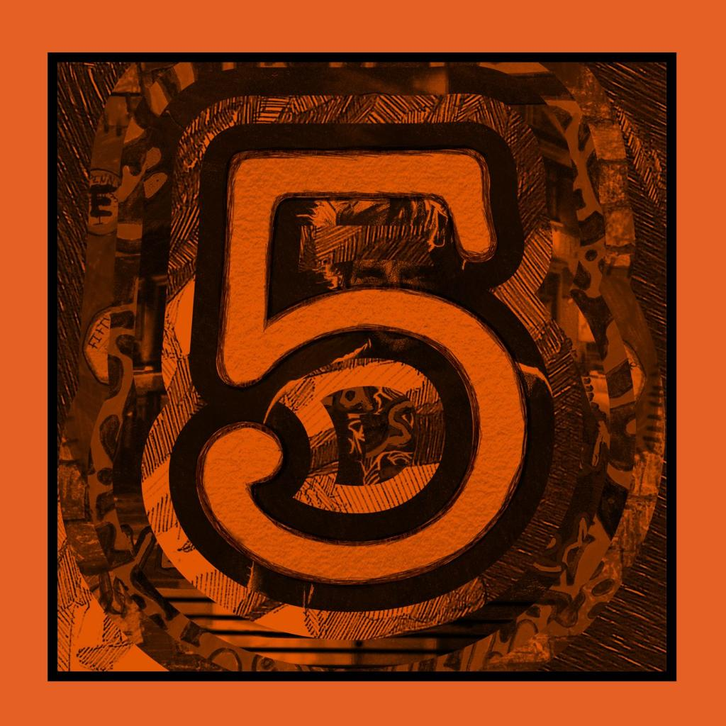 A bundle of @edsheeran's EPs? Yes please. 5 is out now!  http://t.co/9pwKPo1AMd