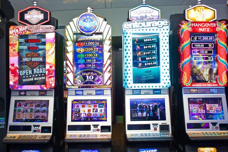 FOTO Slot Machine - Il mercato illegale del gambling: cosa è cambiato dopo il varo dei regolamenti regionali