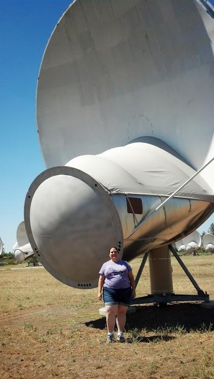 Me and one of the radio telescopes at Hat Creek during my summer internship at @SETIInstitute. #GirlsWithToys http://t.co/3ezvDuM4Cj