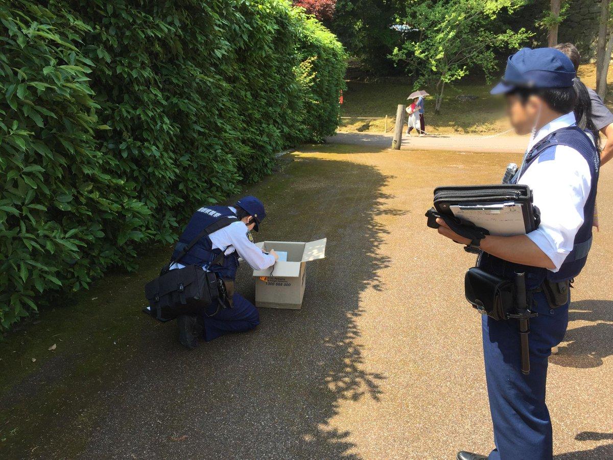 2年半前に松江城で遺棄され保護した6匹の猫の最後の一匹を、ようやく譲渡して安堵してたら「松江城に猫が捨てられている」との電話…凄いタイミングだな(´Д` )。警察に通報して現場検証してもらい、猫は連れて帰りました… http://t.co/anc7OUNtwY