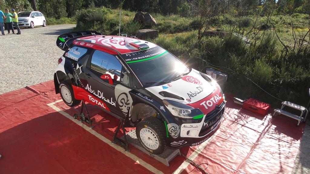 [INFORMATION] La DS 3 WRC 2015 change de look ! CFRYEesWYAAwzGH