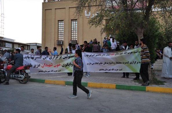 شهیدان برای برگزار نشدن کنسرت خون دادن ؟ ... پوفیوزها الکی به ما میگفتن صدام حمله کرده !!! http://t.co/KxTr9n6lAd