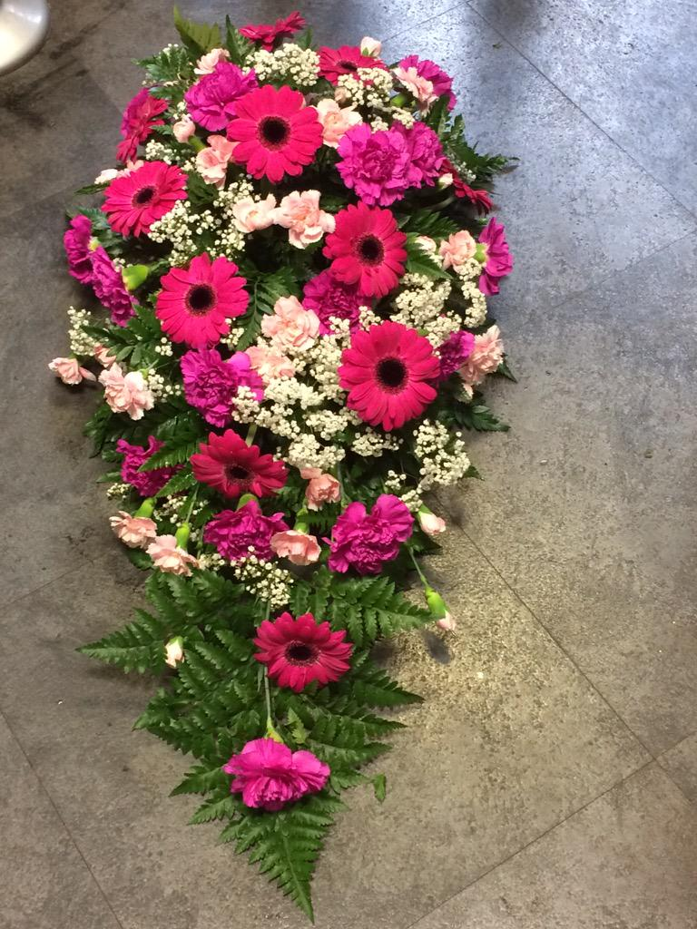Margretraymndflorist on twitter funeral flowers hanging baskets margretraymndflorist on twitter funeral flowers hanging baskets the glamorous hugo the pitch black dog in our flower shop today southend0nsea izmirmasajfo