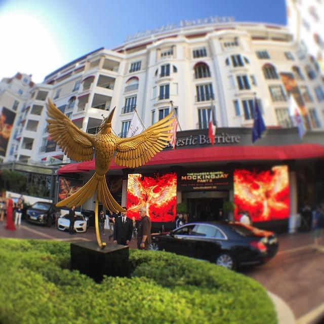 #TheHungerGames #Mockingjay Part2 fever lights up #Cannes2015 #MajesticHotel @gettyvip @ol… http://t.co/ka9mTpBoh4 http://t.co/PYrHHaBl80