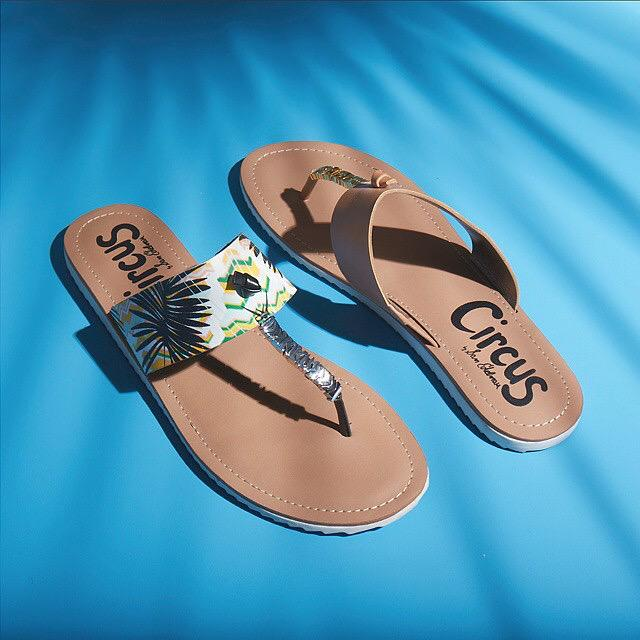 RT @CircusBySE: Knot your basic sandal. Shop the 'Saxon' online for clean, modern style: http://t.co/fhhlzhHH2E http://t.co/tJMRkcCjbc