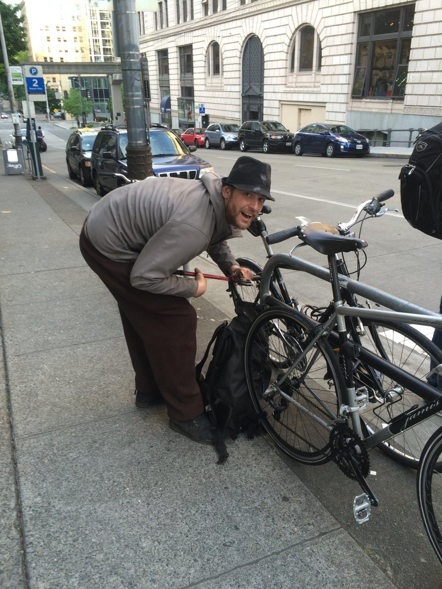 caught 2 thieves stealing a bike at 4th & Stewart. here's what happens (also called @SeattlePD; CC @seabikeblog): http://t.co/7qdSruuUEx