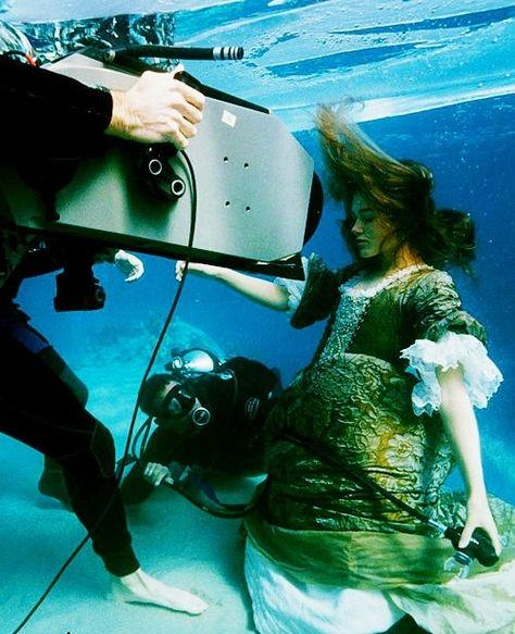 filming keira knightley underwater for �pirates of the