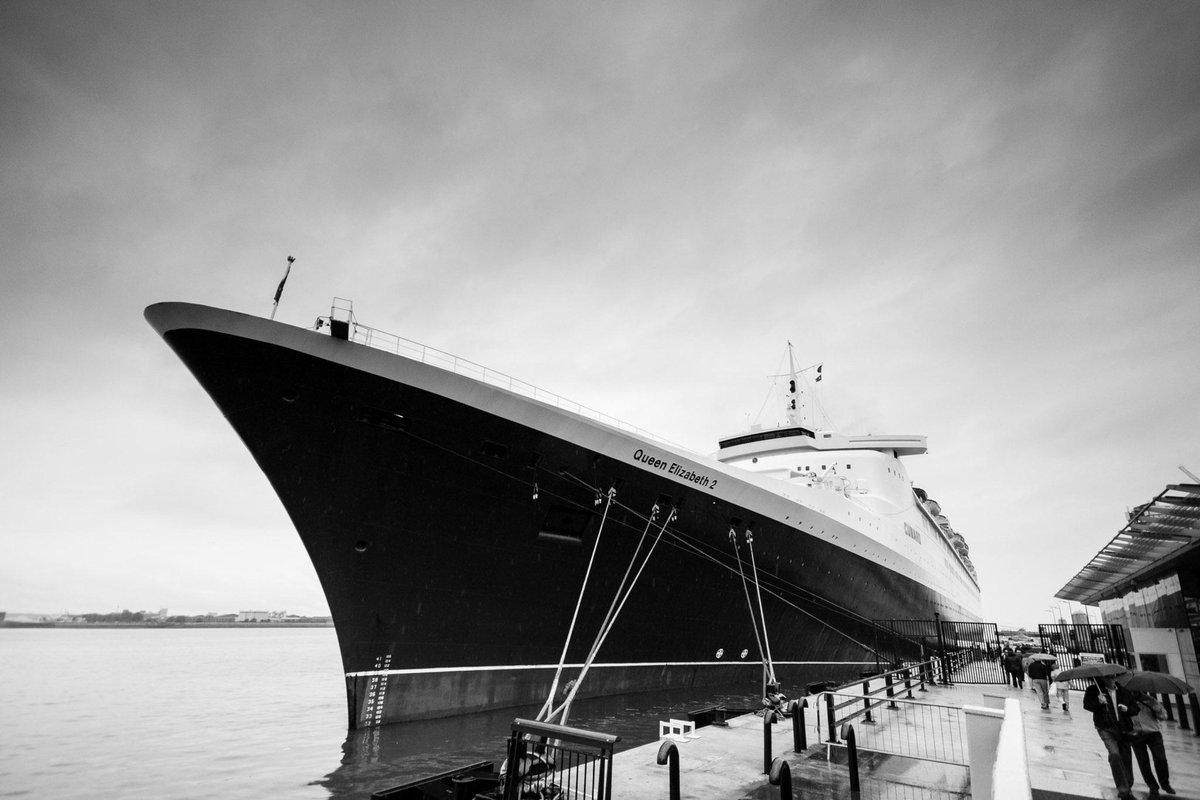 8 years photographing the @cunardline liners in #Liverpool - http://t.co/D152OjnQxO   #3Queens @CruiseLpool @OMCLpool http://t.co/4UTbdQ4Z6q