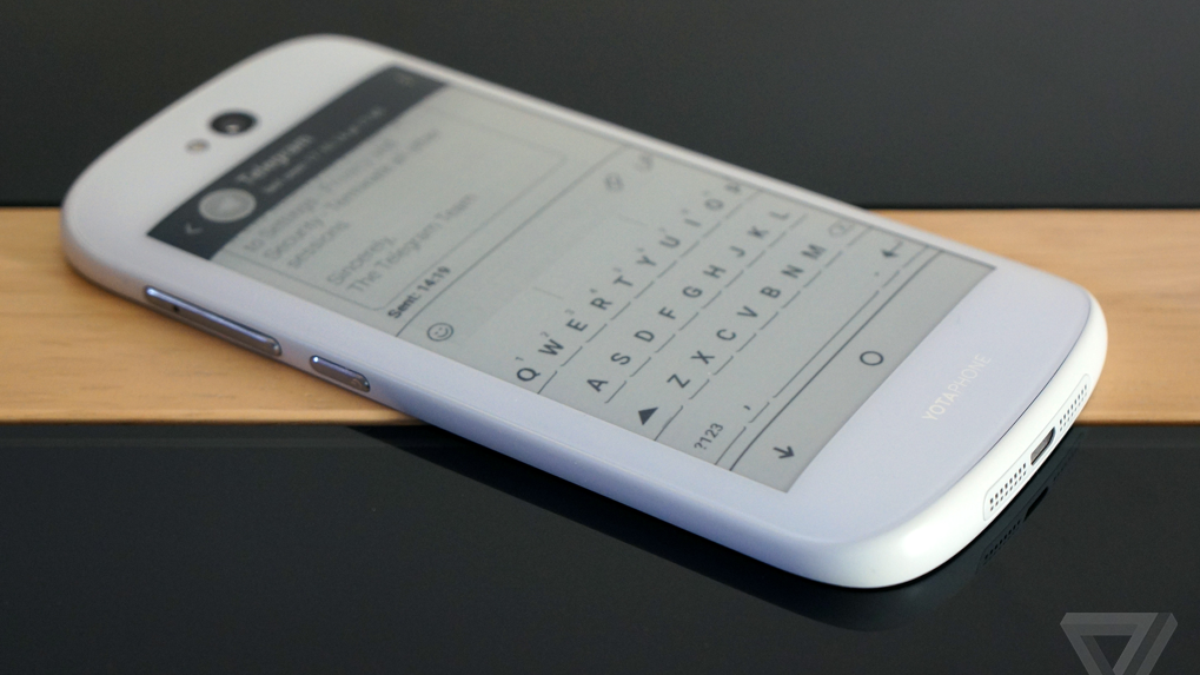 You can now buy the dual-display YotaPhone 2 in the US via Indiegogo