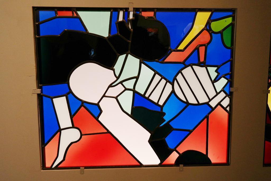 Surprenant et décalé ! Les hommes blessés, panneau de Georg Ettl et l'atelier Thomas #expo #vitrail http://t.co/0cPMTX1xJG