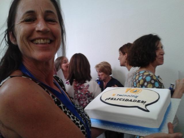 #etjuntos #etwinning10 La responsable de la fiesta de cumpleaños http://t.co/Z8hpI1p1tp
