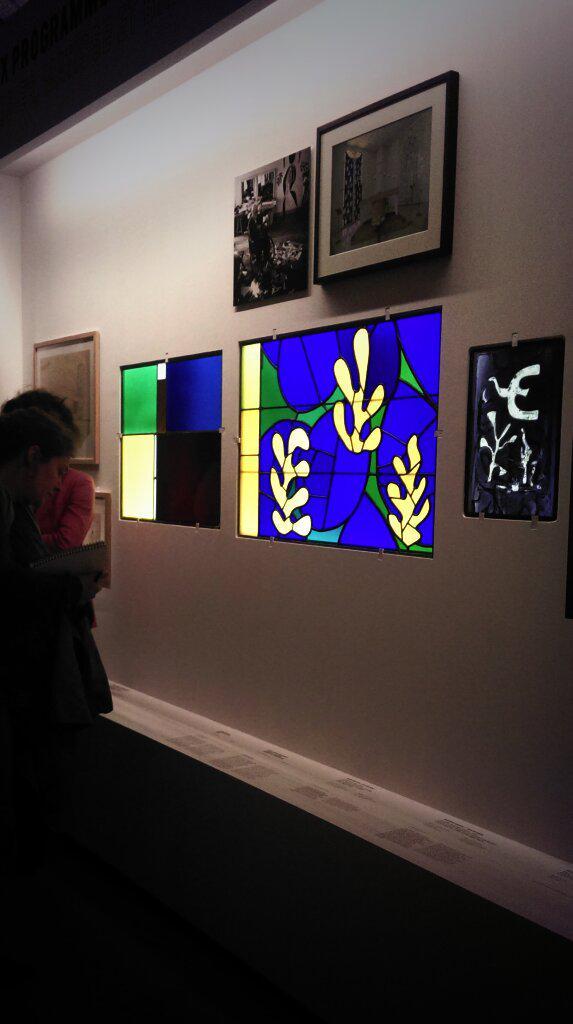 L'après-midi, c'est #vitrail contemporain @Citedelarchi // #Matisse #LeCorbusier http://t.co/Aea4gYXtzt