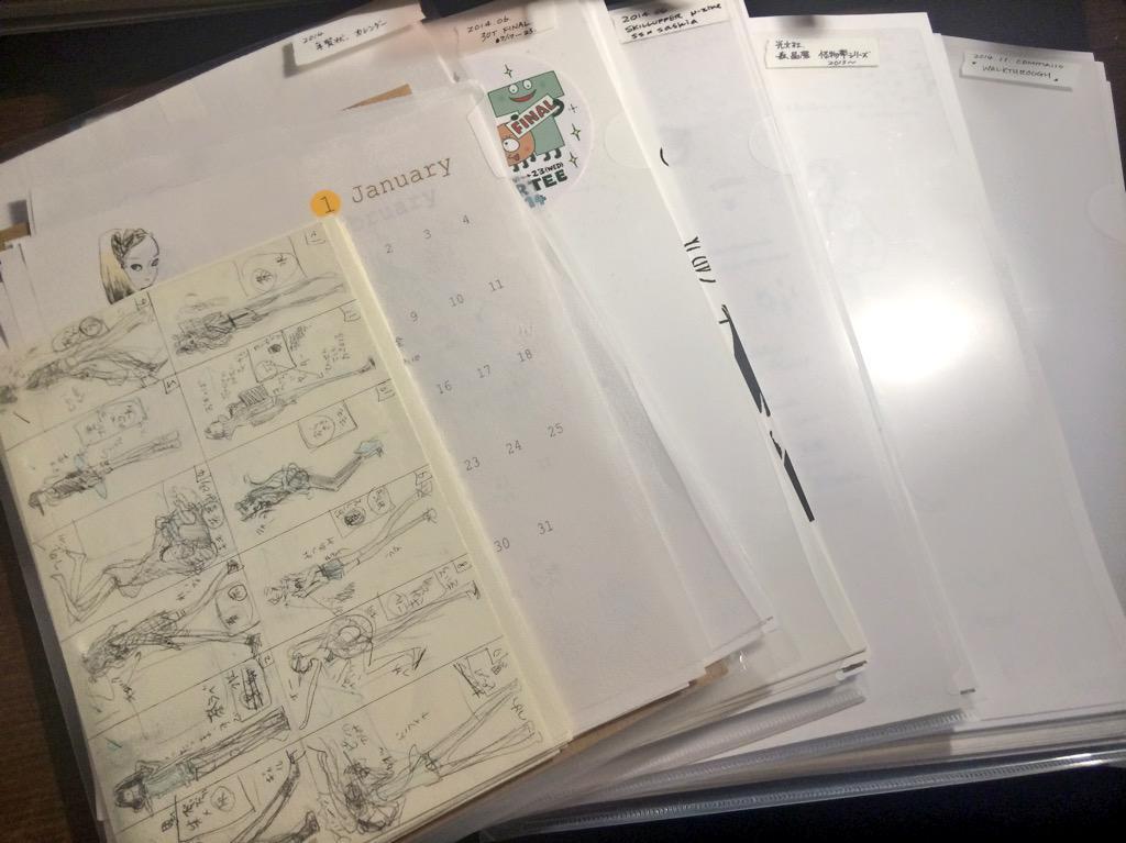 絵の保存方法について  仕事や練習やなんかで描いた絵は、汚れ防止のコピー紙を貼ってジャンル毎にクリアファイルに入れてあります (封筒とかに入れると出し入れが面倒なので) ラフも一緒に仕舞います ファイルの見出しは普通のマスキングテープ