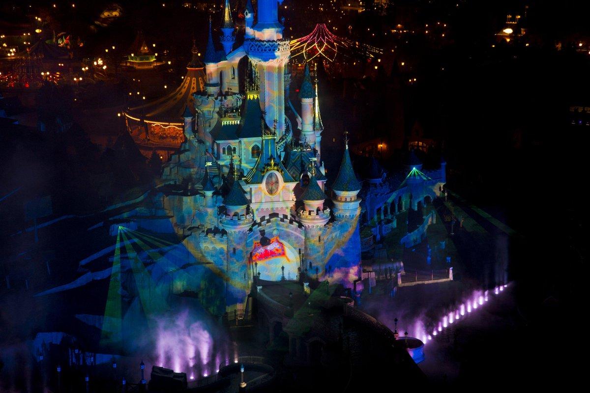 Disneyland Paris On Twitter Avec Un Claquement De Doigt Et Un