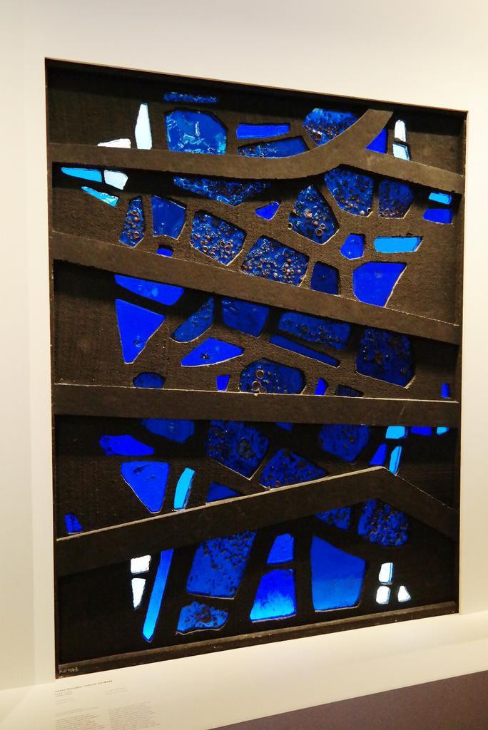 Reconnaissable entre tous : l'incroyable #vitrail de Pierre Soulages pour le Musée d'Aix La chapelle #expo Cité Archi http://t.co/gMI0u6V6Lj