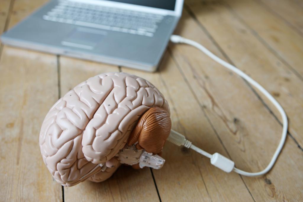 FOTO Ray Kurzweil (Google): gli umani saranno ibridi dall'anno 2030