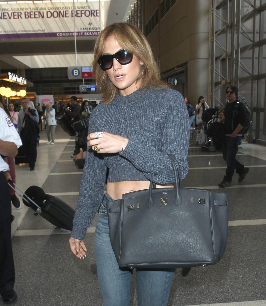 Clown Confetti Bombs Jennifer Lopez at the Airport Because Clowns Aren't Terrifying Enough http://t.co/A2Q35qH6PI http://t.co/pbw49ezBXx