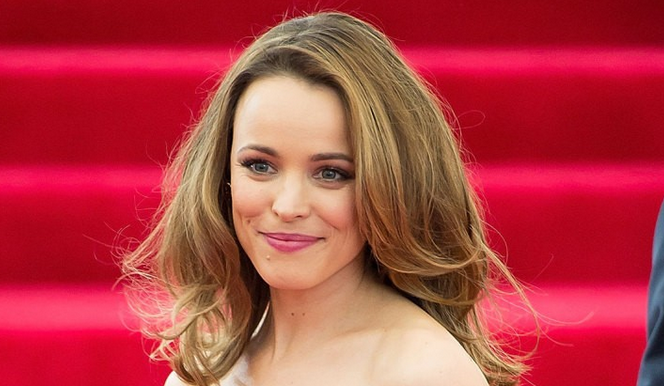 Rachel McAdams made a STUNNING bridesmaid at her sister's wedding: http://t.co/WobUU4Abu1 http://t.co/cH6rR08weC