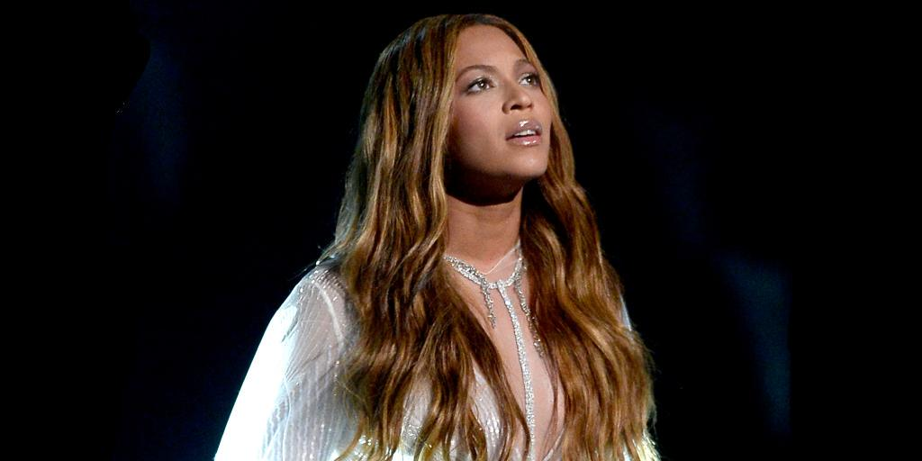 """""""What stalking Beyonce's necklace taught me about my personal style"""" http://t.co/1Ijv5JkxSI http://t.co/pbN1Wug42P"""