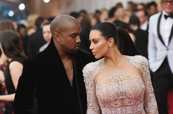 Kim Kardashian Cried When Kanye Made Her Throw Out Her Shoes http://t.co/0tuD3M0FrH http://t.co/igeTXRfhrn