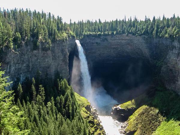 شاهد شلالات هيلمكين فى كندا