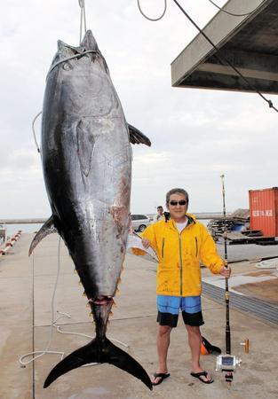 なんか死んだみたいな書き方だな…【松方弘樹 自己最高361キロの特大マグロ釣る】http://t.co/0aU4EXBCUg 約6時間半のファイトの末、見事に釣り上げた。不眠不休で巨大マグロと格闘した松方は帰港後、眠りについたという。http://t.co/lqEpFpYDir