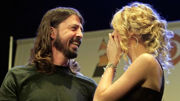 Dave Grohl 'obsessed' with 'Taylor motherf**king Swift' http://t.co/MNFGNkRRqX http://t.co/GPjwvsrDVc