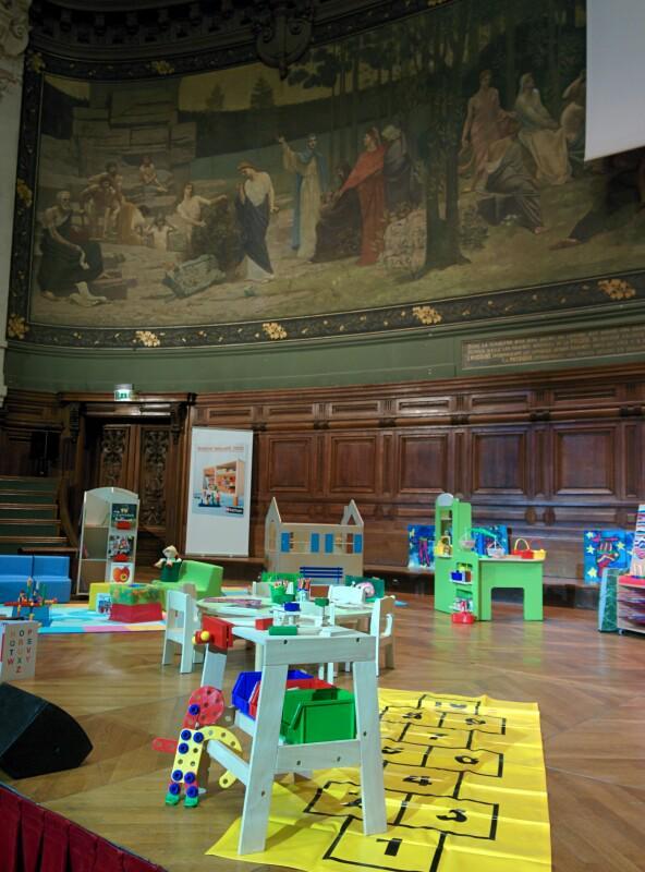 La maternelle à la Sorbonne... #contrastes #Mater2015 http://t.co/0cXmcR2aSQ