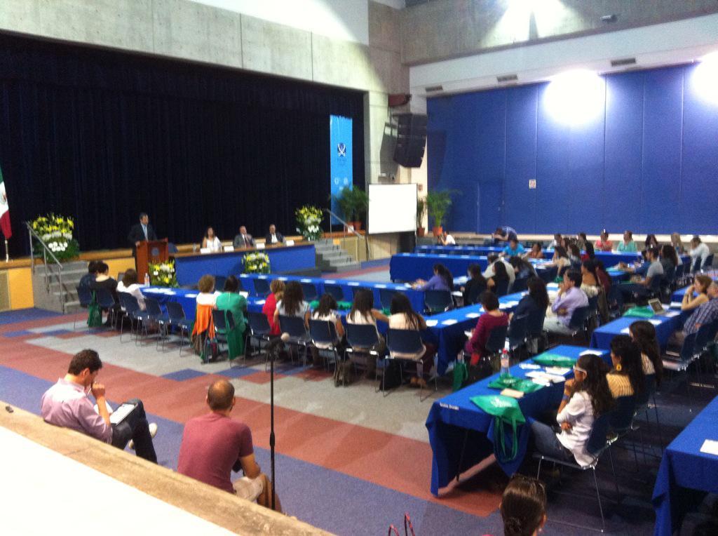 """""""Sin lugar de ser, no hay modo de ser.""""  Simposium de Educación #SimpoEdu #ITESO #educacionyaprendizaje #socialmedia http://t.co/PFJ4PMD938"""