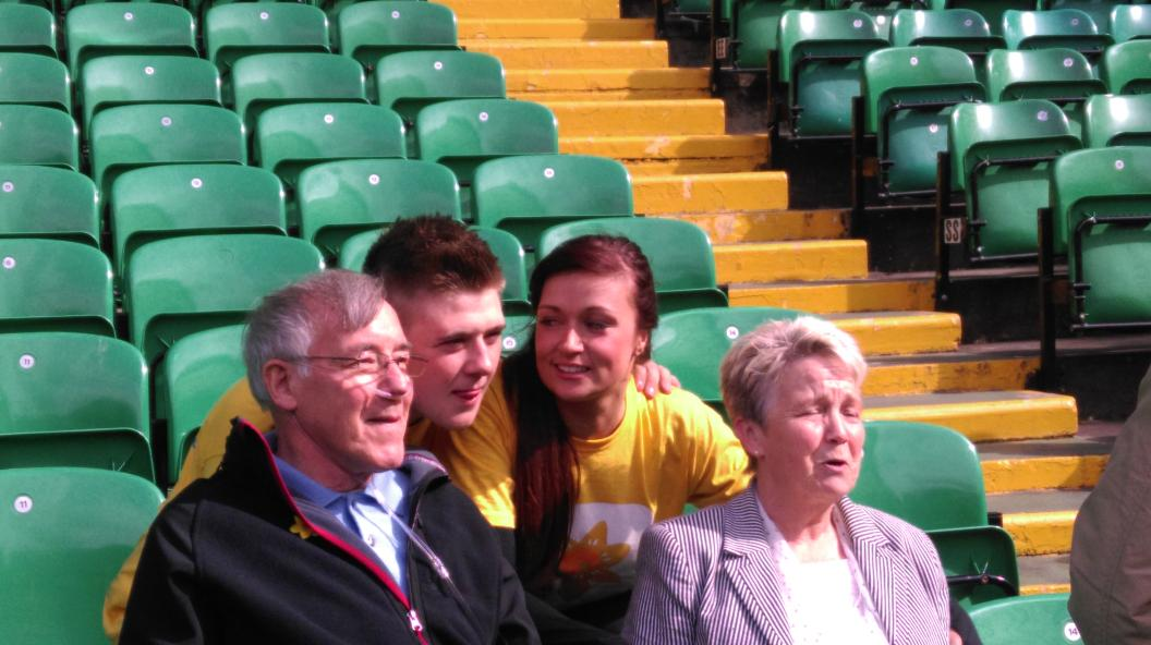 RT @murrayeaston: @a_rose1dresses @nickymcdonald1 meet Tommy and his wife Marion who are using @mariecurieuk in Glasgow http://t.co/ZJgyrFZ…