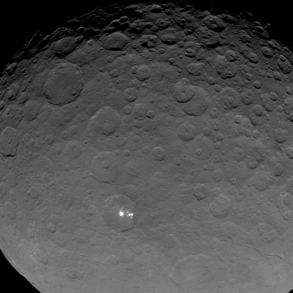 My closest image yet of the bright spots on #Ceres, taken from 4,500 miles away http://t.co/gVH1AnrTJ5 http://t.co/lHNGfVk5T4