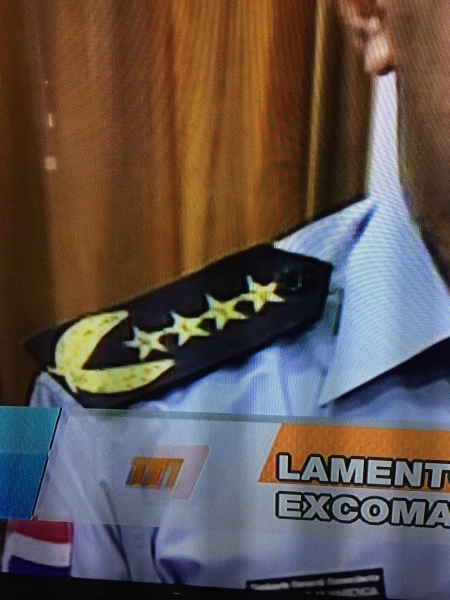 @Ejempla el Comisario nio tiene un Pac-Man en su uniforme. ¿Qué podemos esperar así? http://t.co/cbTaILUG2d