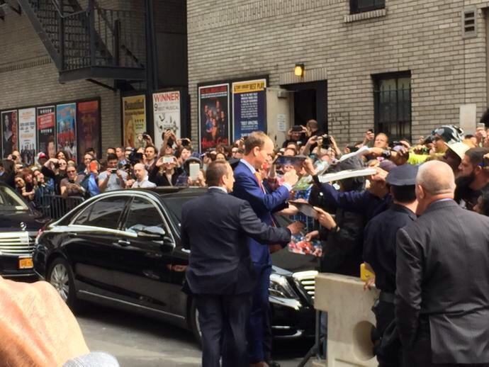 Peyton Manning arrives for the final @Letterman show. Signing autographs, wearing #Broncos colors. #ThanksDave http://t.co/QuyR9TXNC2
