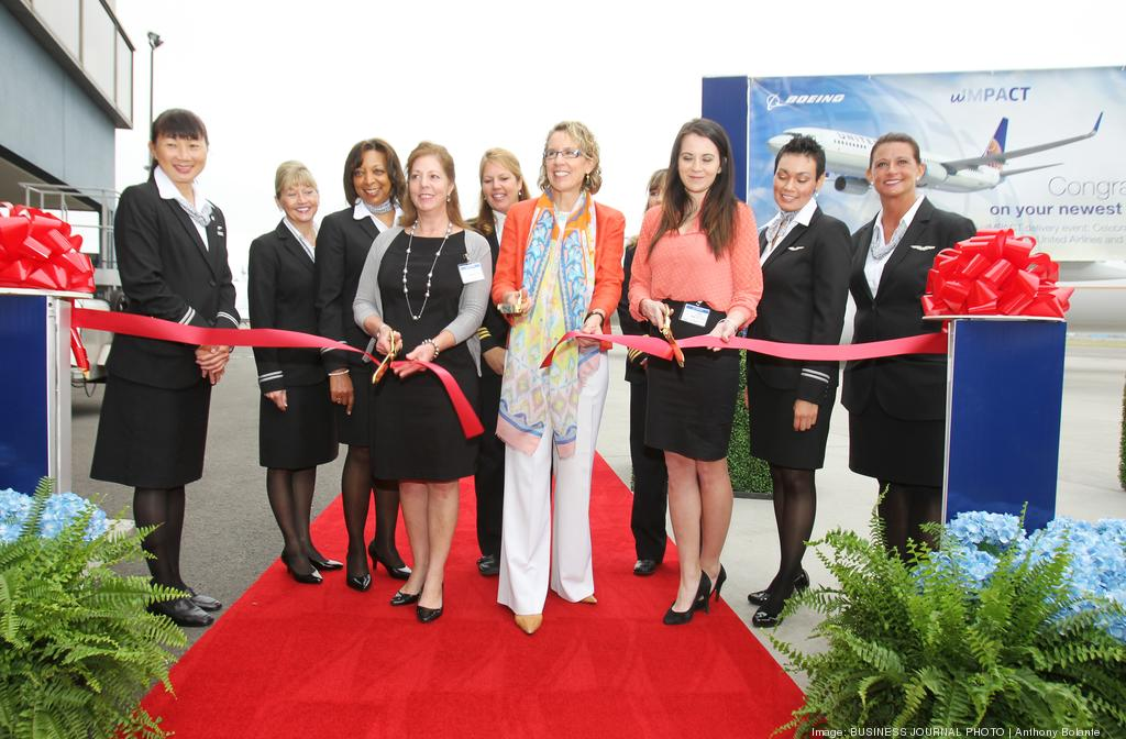 .@Boeing, @United highlight female leaders at 737 hand off. http://t.co/VrvSYgAb1a http://t.co/XXoWy9uCCL