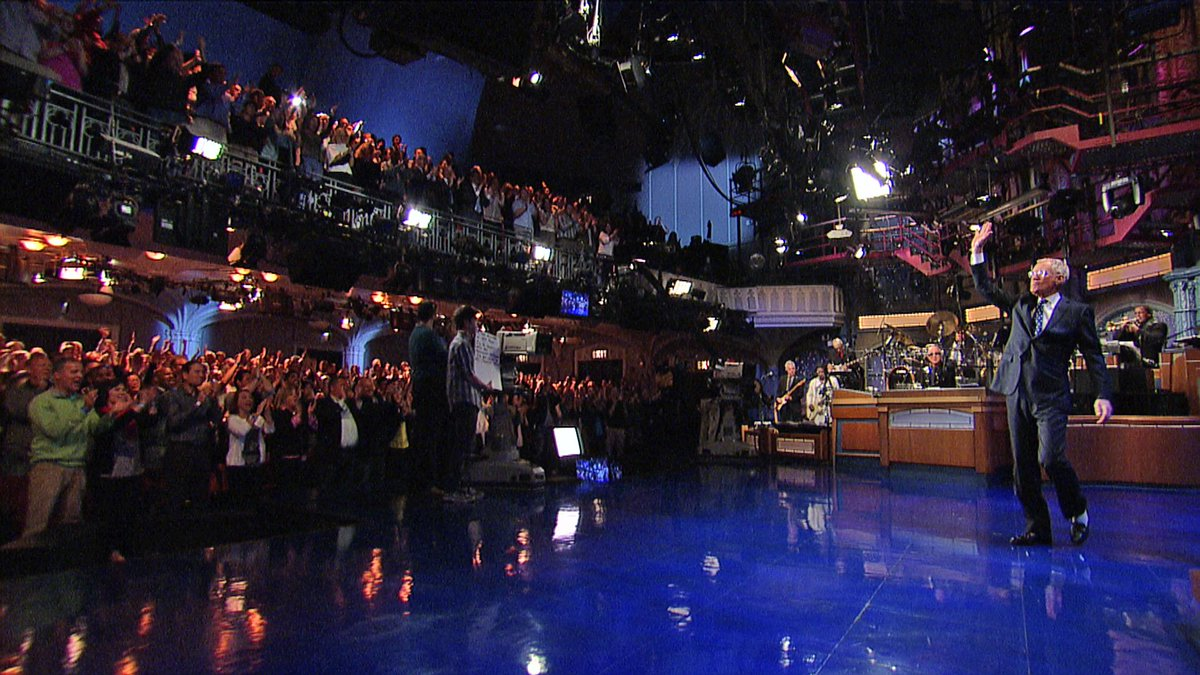Tonight, Dave takes the stage of the Ed Sullivan Theater for the last time. https://t.co/UeGGfxHfNW #ThanksDave http://t.co/uQRrgkIsGx