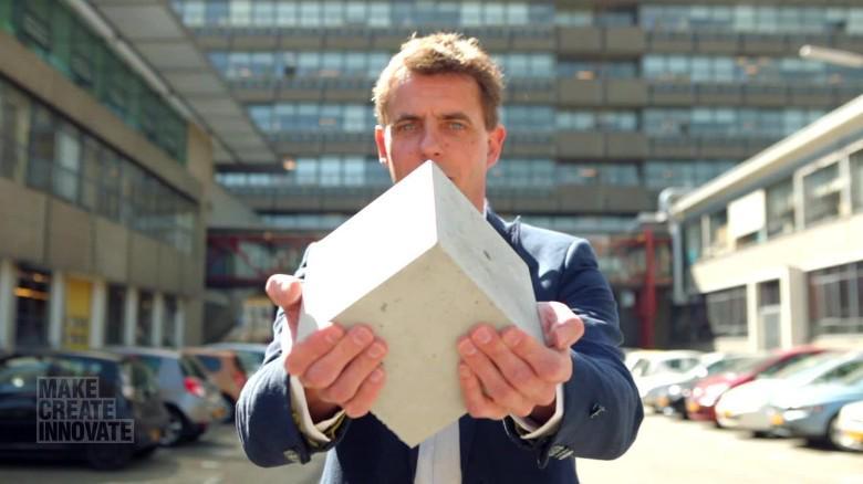"""FOTO Henk Jonkers e il suo cemento """"magico"""""""