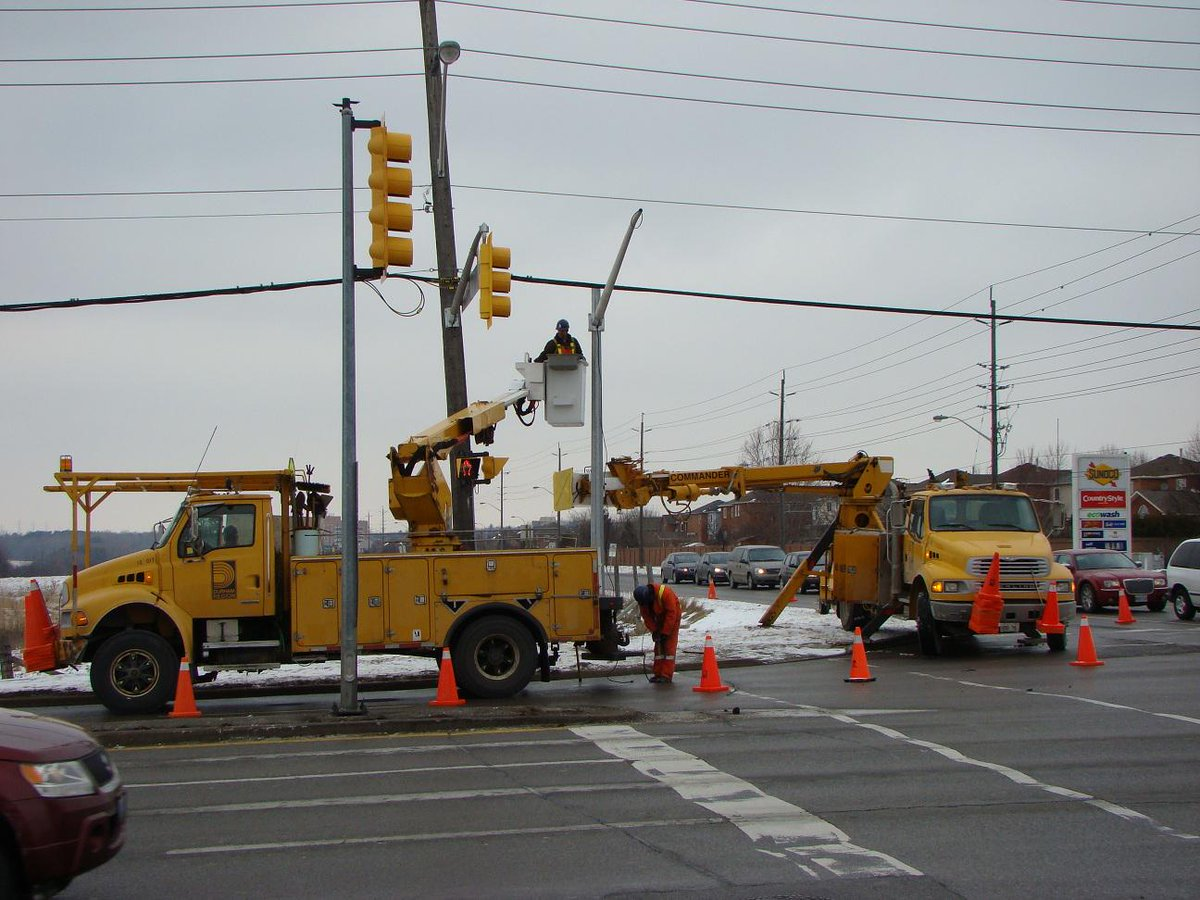 Did you know? The Works Dept installs, maintains & controls more than 470 traffic control signals! #NPWW http://t.co/CO1JBufWXS