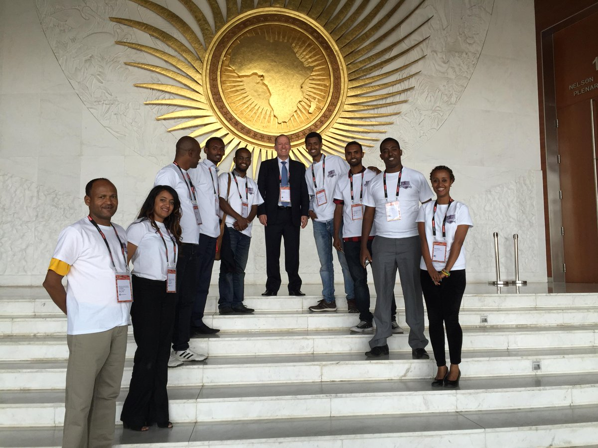 """@UoPeople: President @ShaiReshef meeting with #UoPeople students in Ethiopia! #eLA15 http://t.co/y9VCE8bdoG""(I want a shirt!)"