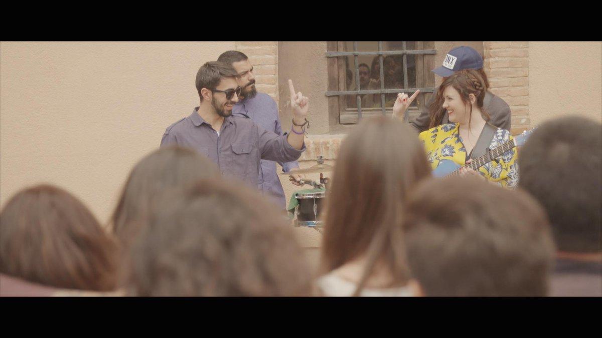 Mañana estreno ''Viviendo en Gerundio'', sexto videoclip que dirijo para @RAYDEN_A3Bandas ,esta vez con @mabumusica http://t.co/WNkUXHiJqo