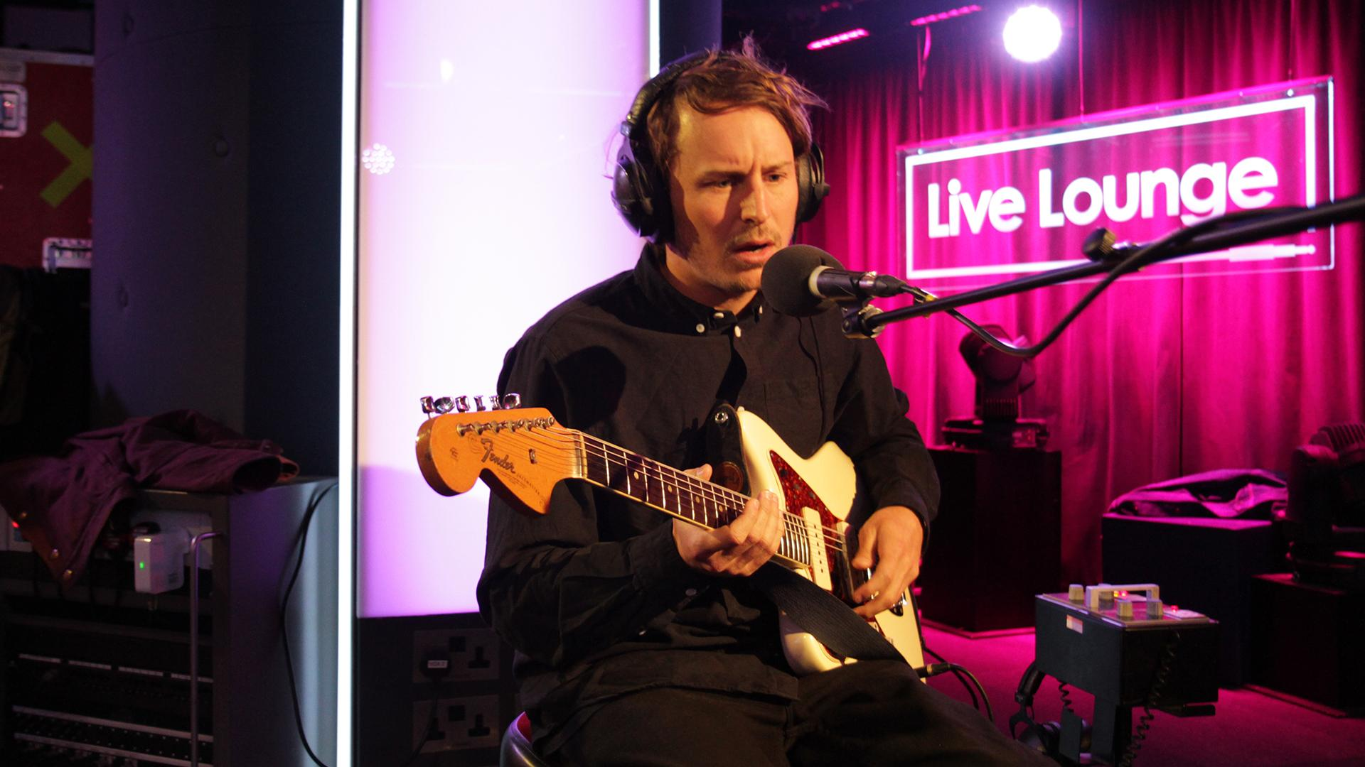 RT @BBCR1: .@benhowardmusic's here for Fearne's last Live Lounge! His cover is going to be incredible, trust us! #R1BenHoward http://t.co/H…