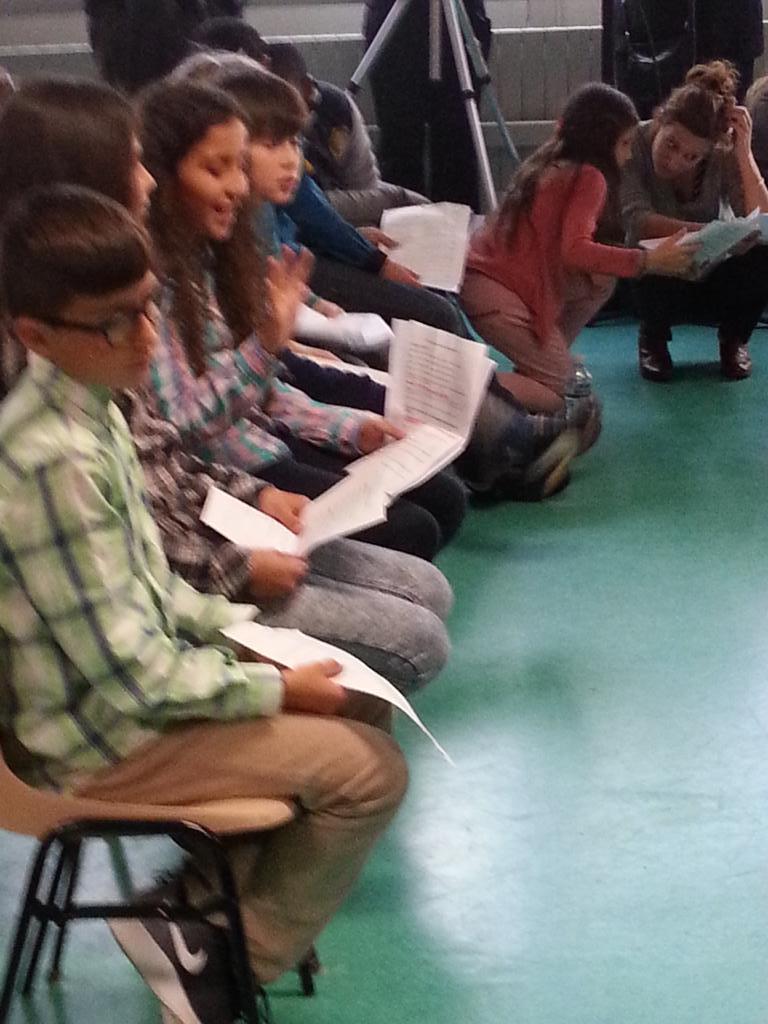 #TelSonne Tous les enfants de l'école Thorez d Ivry sont impatients de poser leurs questions ! C est parti ! http://t.co/bEeaUiC3U0