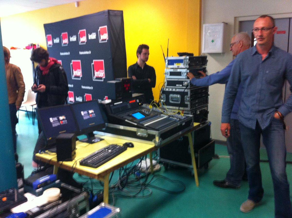 Installation studio de France Inter pour @TelSonne en direct de l'école Thorez d'Ivry-sur-Seine pour émission à 19h15 http://t.co/jtsS5SYsyU