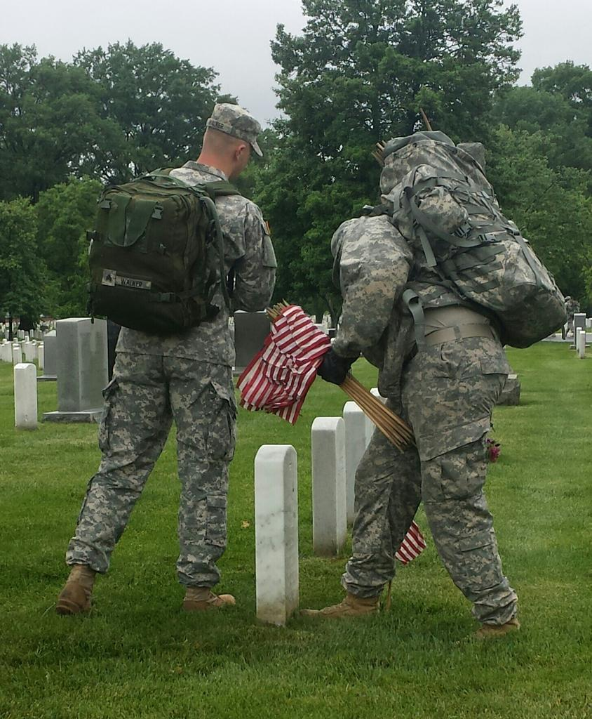 #FlagsIn has begun @ArlingtonNatl for #MemorialDay http://t.co/TScMsGifeR