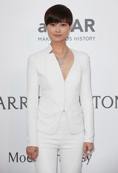 Li Yuchun wore a sharp white Atelier Versace suit to the #amFARGala 2015 http://t.co/HAAN2KhOSU