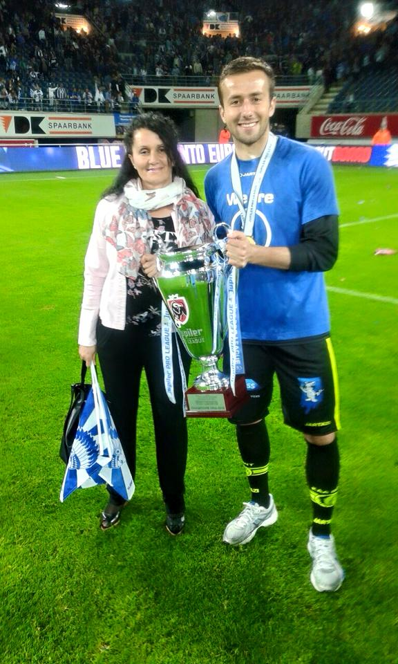 Shishkovski and his mother with the trophy