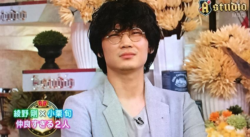 綾野さんは小栗さんに「俺と心中してくれないか」と事務所に誘われたと。 鶴瓶さんが「寝たことはあるのか?」とおたずねになり、それは「まだ」だけど、風呂に入って小栗さんの帰りを待ってたことはあるそうで。