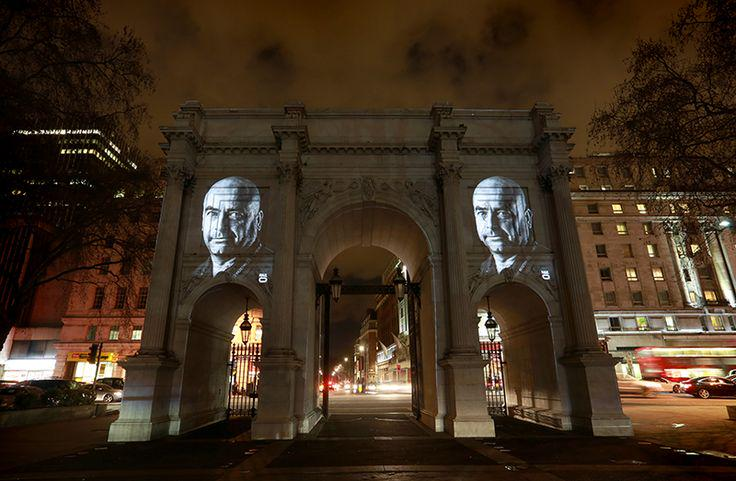 B2B creative: @Hailo projected portraits onto city landmarks to celebrate National Cabbie Day http://t.co/8wmgaWiBqu http://t.co/1oPQFdEktN