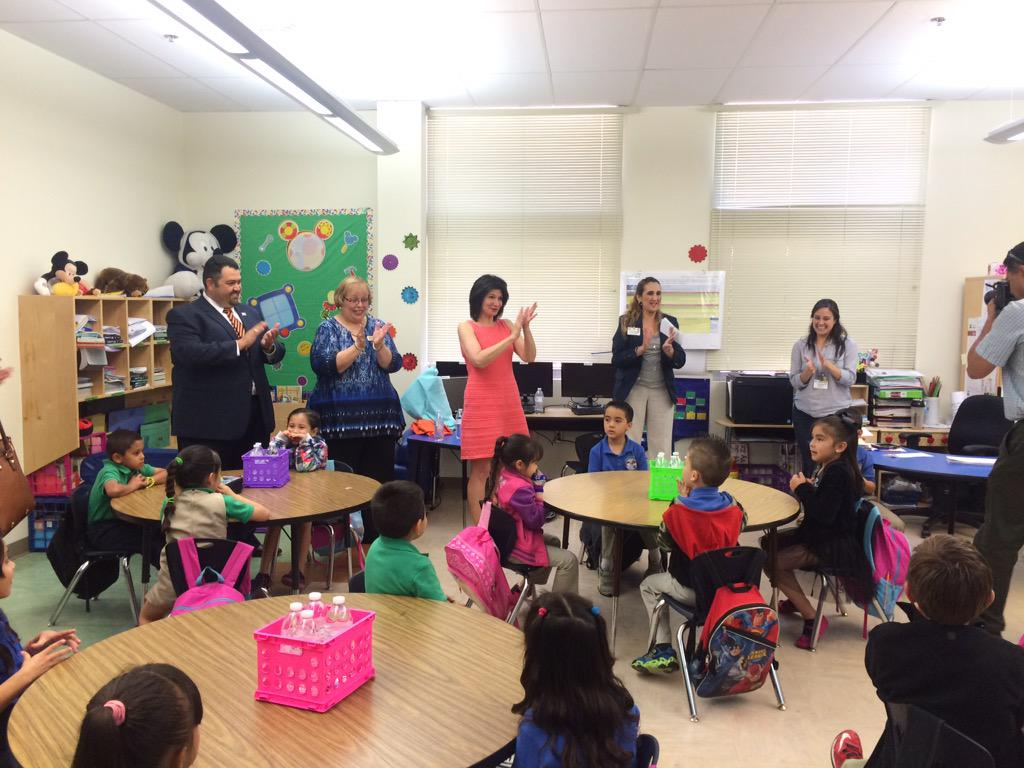 Visiting Del Valle Elementary in @YsletaISD with @Lily_NEA @ytaforyou @txstateteachers http://t.co/OYURYffiX0