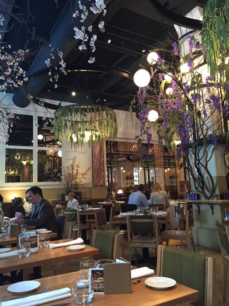 This is where I 8 lunch today Park Ave Spring it will become Park Ave Summer on Tuesday! Beautiful! Had Tuna tartare http://t.co/1pq2OAn3ta