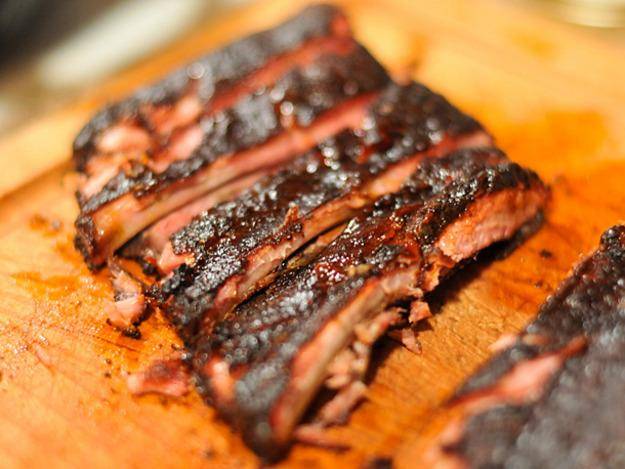 Gotta love these BBQ Coffee Rubbed Ribs. We do for #MemorialDayWeekend. Here's the recipe: http://t.co/GTnXQJKvgf http://t.co/KrbUiRHAUk